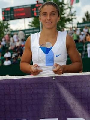 Sara Errani tênis Budapeste final troféu (Foto: Divulgação)