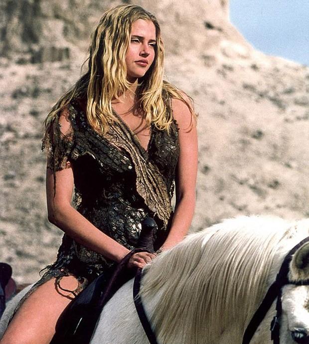 Estella Warren em 'Planeta dos Macacos' (2001) (Foto: Divulgação)