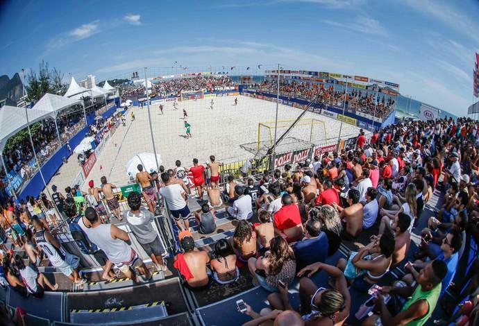Arena da Barra da Tijuca recebeu 2.500 pessoas para a grande final mundial entre Barcelona e Vasco da Gama (Foto: beachsoccer.com/Marcello Zambrana)