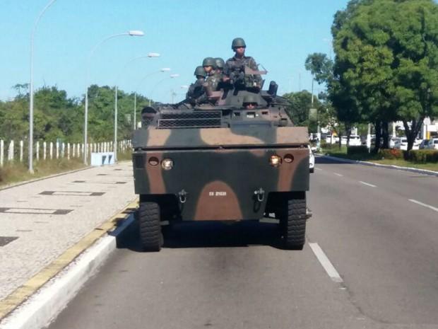 Urutu faz patrulhamentos pelas ruas de Natal (Foto: Fred Carvalho/G1)