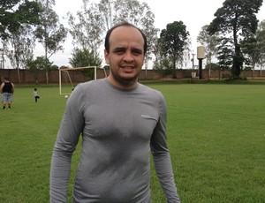 Mateus Santana, advogado e lateral esquerdo (Foto: Renato Pereira)