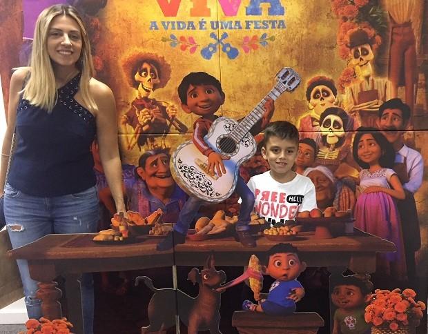 Renta Costa do blog For Mães com o filho Miguel (Foto: CRESCER)