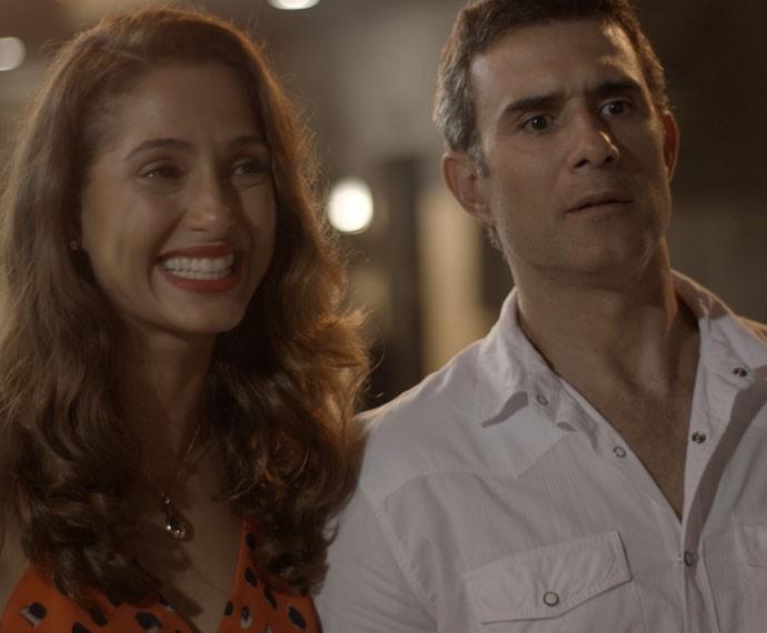 Carlos Alberto fica boquiaberto com a revelação do irmão (Foto: TV Globo)