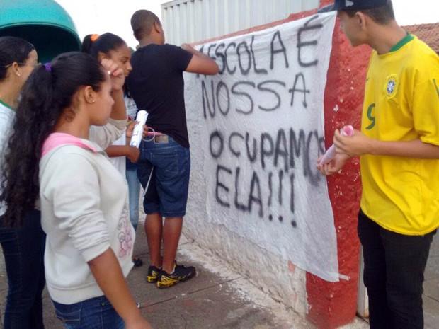 Em Alfenas, MG, pelo menos duas instituições de ensino têm protestos contra a PEC 241 (Foto: Grêmio Estudantil/Alfenas)