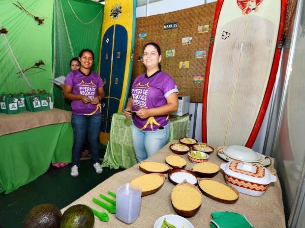 Evento reúne produção de comunidades tradicionais  (Foto: UEA/Divulgação)