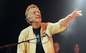 Manzarek, tecladista do Doors, morre aos 74 (Ray Manzarek, tecladista do Doors, morre aos 74 (AP/Chris Pizzello))