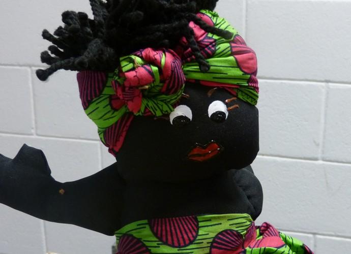 Os lábios grossos são marca registrada nas bonecas de Lúcia  (Foto: Ana Puñal )