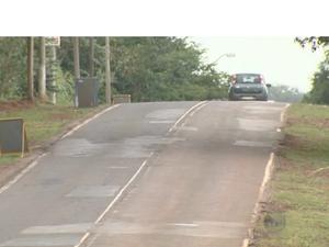 Estrada da Rhodia em Campinas (SP) está em condições precárias (Foto: Reprodução/EPTV)
