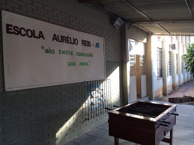 escola é arrombada em Porto Alegre (Foto: Bernardo Bortolotto/RBS TV)