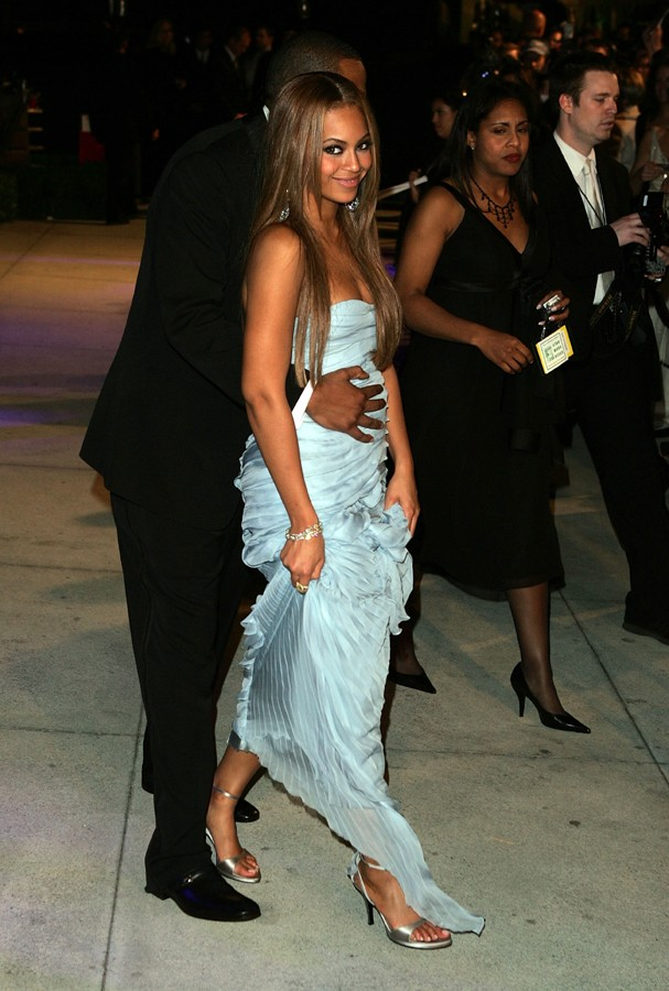 WEST HOLLYWOOD, CA - FEBRUARY 27:  President of Def Jam records Jay Z and singer Beyonce arrives at the Vanity Fair Oscar Party at Mortons on February 27, 2005 in West Hollywood, California.  (Photo by Mark Mainz/Getty Images) (Foto: Getty Images)