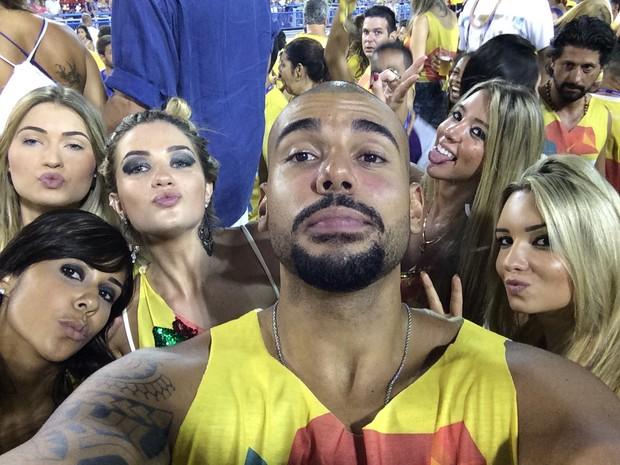 Aline, ex-bbb, Iury Machado  e amigos do Fernando BBB15 (Foto: EGO)
