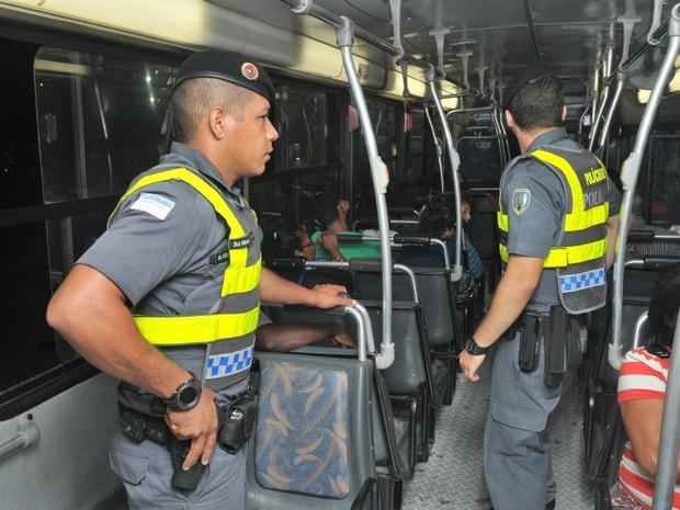 Policiais militares farão reforço em segurança dentro de ônibus do Espírito Santo (Foto: Fernando Madeira / A Gazeta)