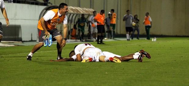 Jogadores da Ferroviária celebram gol na Copa Paulista (Foto: Leonardo Fermiano / Site Oficial Ferroviária)