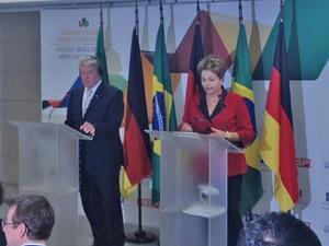 Dilma ao lado do presidente alemão Joachim Gauck durante declaração conjunta (Foto: Roney Domingos / G1)