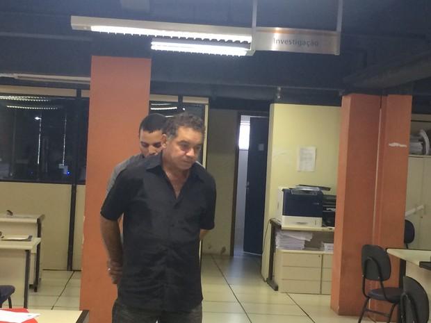Suspeito de abuso na delegacia (Foto: Marcelo Elizardo / G1)