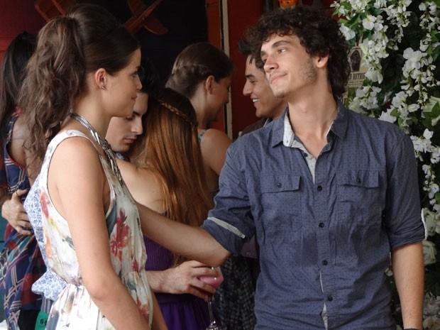 Ju e Dinho conversam sobre o relacionamento deles e Dinho diz que quer ver ex feliz (Foto: Malhação / Tv Globo)