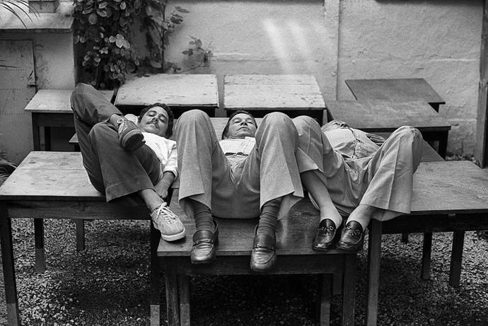 Chico Buarque, Tom Jobim e Vinicius de Moraes no aniversário de 66 anos do poeta (Foto: Evandro Teixeira)