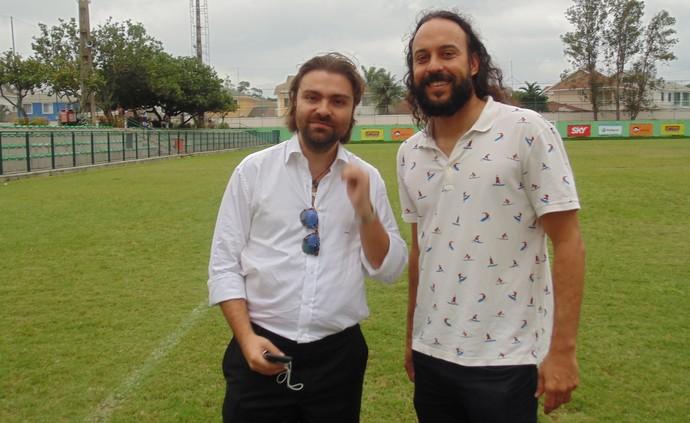 Gabriel O Pensador e João Paulo Magalhães (Foto: Gustavo Garcia/GloboEsporte.com)