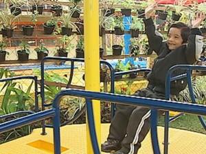Leonardo aprovou o parque adaptado  (Foto: Reprodução / TV TEM)