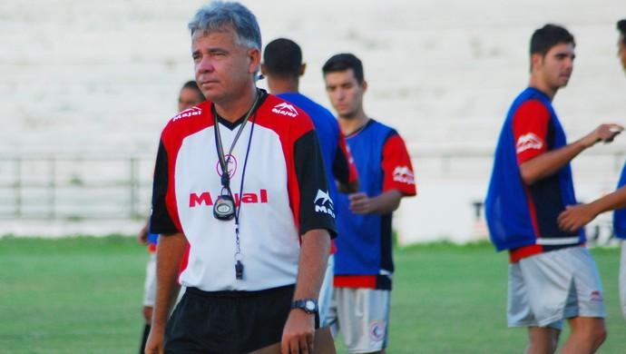 Degmar Silva, treinador das categorias de base do Campinense (Foto: Leonardo Silva / Jornal da Paraíba)