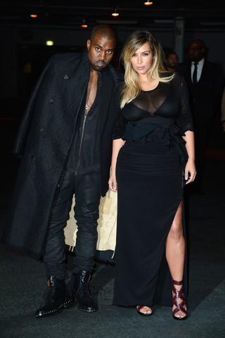 Kanye West e Kim Kardashian em evento de moda em Paris, na França (Foto: Pascal Le Segretain/ Getty Images)