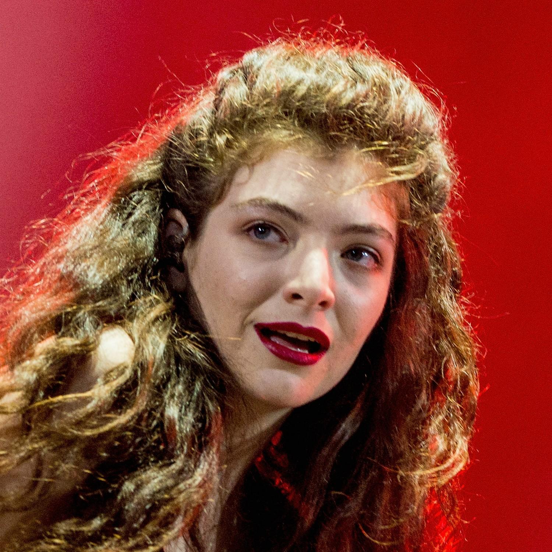 Como cantora, a neozelandesa Ella Marija Lani Yelich-O'Connor atende pelo nome de Lorde. (Foto: Getty Images)