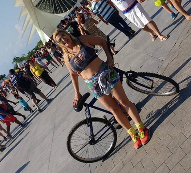Cida Moraes exibe boa forma aos 52 anos (Foto: Reprodução)