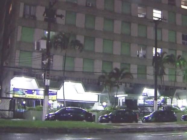 Prédio fica na Rua Alexandre Martins (Foto: Reprodução / TV Tribuna)