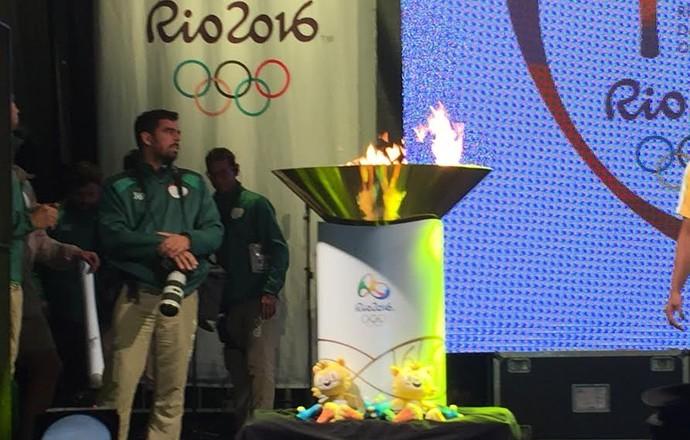 Tocha Olímpica Campinas pira acesa (Foto: Marcello Carvalho)