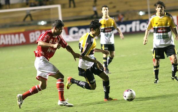 Lucca do Criciúma na partida contra o América-RN (Foto: Fernando Ribeiro / Futura Press)