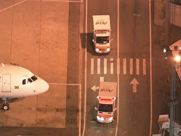 Ambulâncias seguem para o Hospital Albert Einstein (Foto: Reprodução/TV Globo)