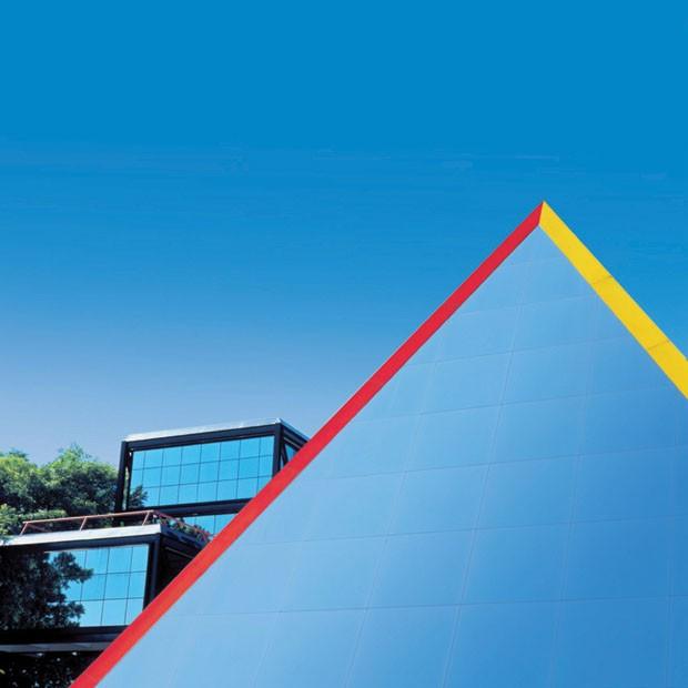 Pirâmide do arquiteto Siegbert Zanettini, na unidade da Rua Groenlândia (Foto: divulgação)