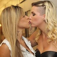 Mais um! #ClaNessa cogita relação a três (BBB/TV Globo)
