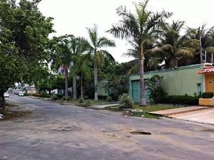 Crime ocorreu na Rua Alagoas do bairro Flores, em Manaus (Foto: Indiara Bessa/ G1 AM)