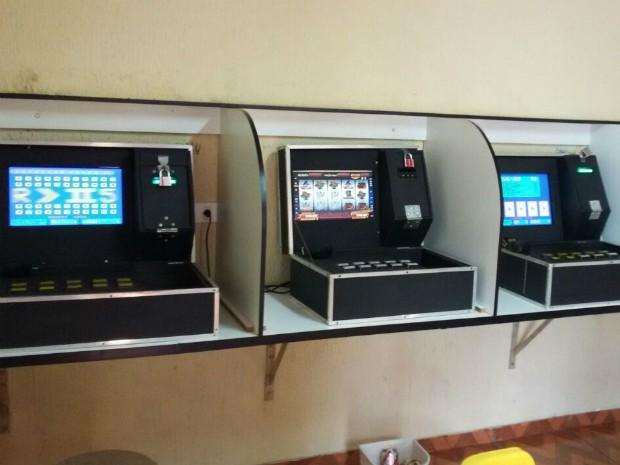 Máquinas estavam em um dos cômodos da casa do dono do bar (Foto: PC / Divulgação)