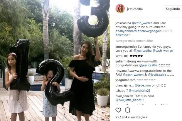 Jessica Alba anuncia gravidez ao lado das filhas, Honor e Haven (Foto: Reprodução/Instagram)