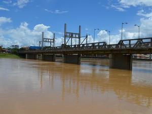 Rio Acre já atinge a marca dos 14,59 m (Foto: Veriana Ribeiro/G1)
