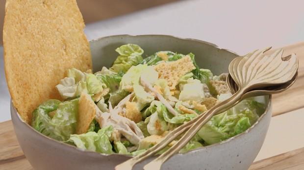 cozinha prtica, ceasar salad com crocante de parmeso (Foto: Divulgao/GNT)