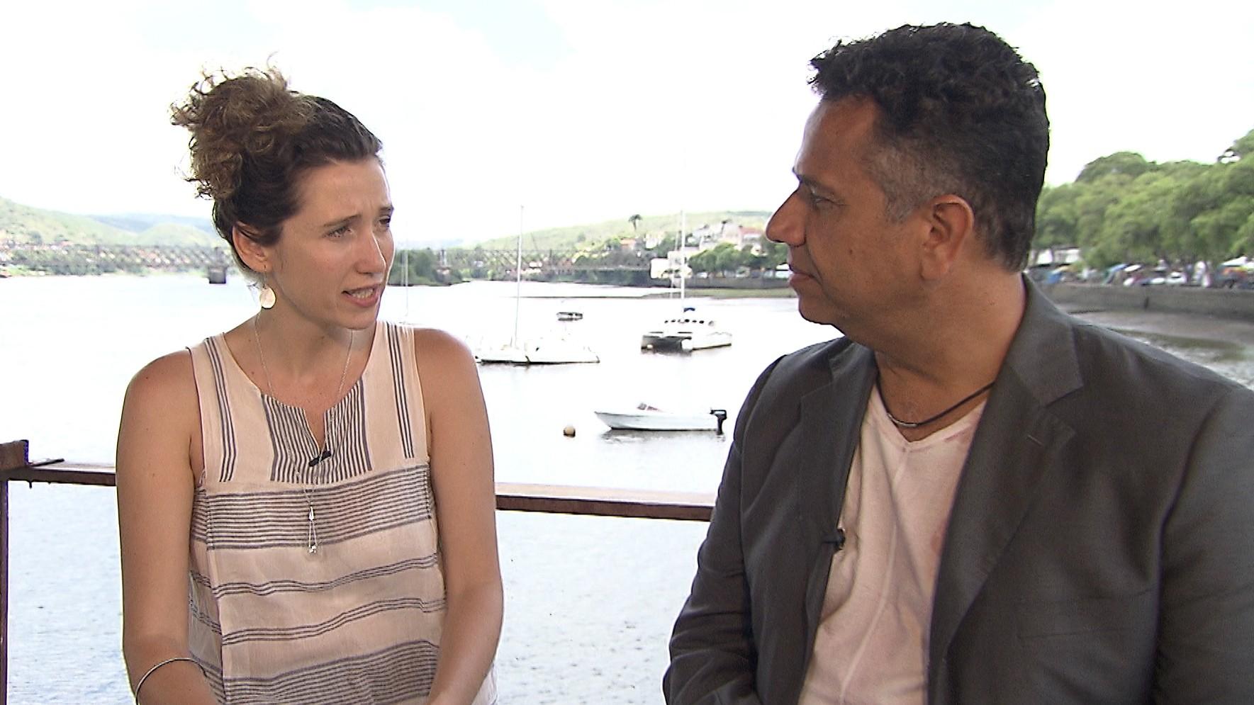 Ricardo Carvalho entrevista Rita Carelli: histórias de índios para público infantojuvenil (Foto: Divulgação)