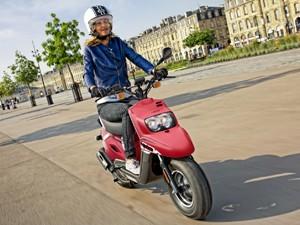 Modelos com  motores de até 50 cc podem ser guiados por pessoas de 16 anos na Europa (Foto: Divulgação)