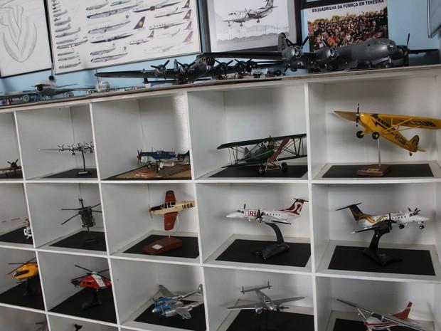 Modelos foram adquiridos pelo arquiteto em diversas partes do mundo (Foto: Patrícia Andrade/G1)