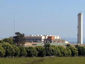 Quase 800 funcionários da unidade da JBS de Presidente Epitácio foram demitidos (Foto: Reprodução/TV Fronteira)