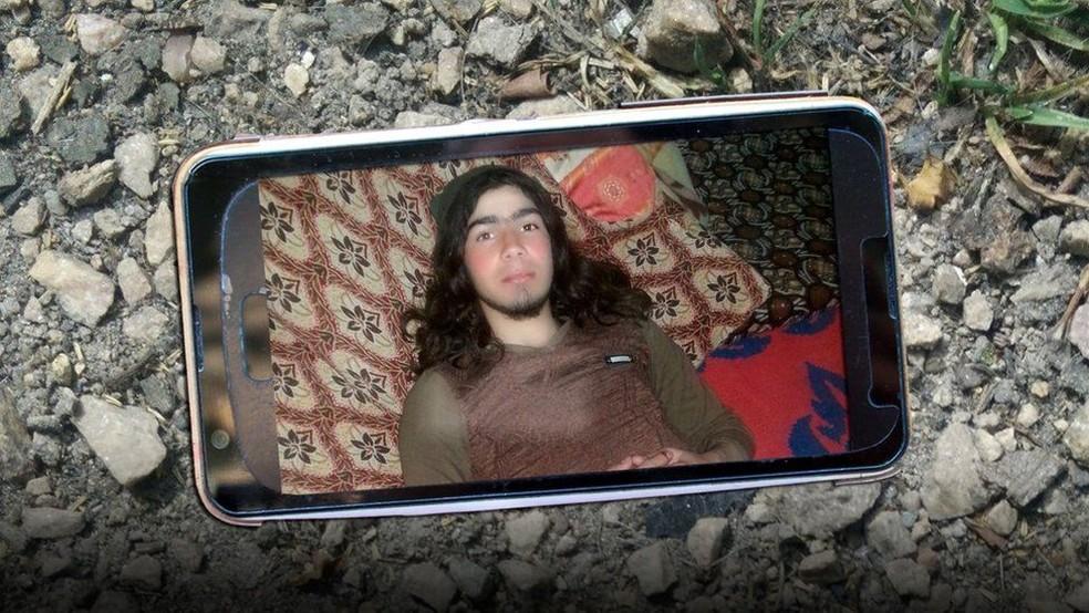Esta é uma das fotos que estavam no cartão de memória achado no corpo de um militante do Estado Islâmico (Foto: SBAYRAM)