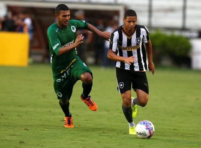 Fernandes Botafogo x Boa Vista (Foto: Marcos Tristão / O Globo)