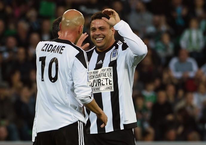 Ronaldo e Zidane, Jogo contra a pobreza (Foto: Agência AFP)