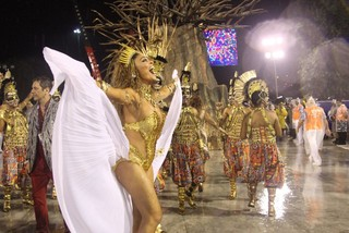 Juliana Paes na Sapucaí (Foto: Marcos Ferreira / Foto Rio News)