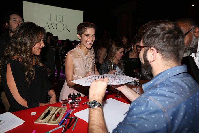 Isabella Santoni se diverte na festa da nova novela das 9 (Foto: Carol Caminha/Gshow)