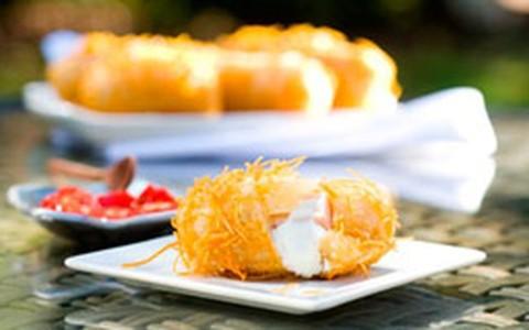 Bolinho de tender e abacaxi