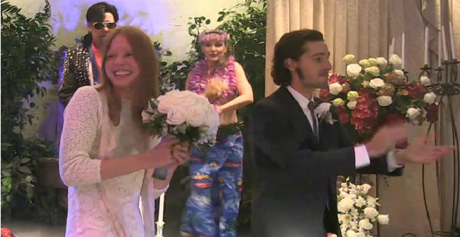 Site americano TMZ divulgou momentos do casório de Shia LaBeouf e Mia Goth (Foto: Reprodução)