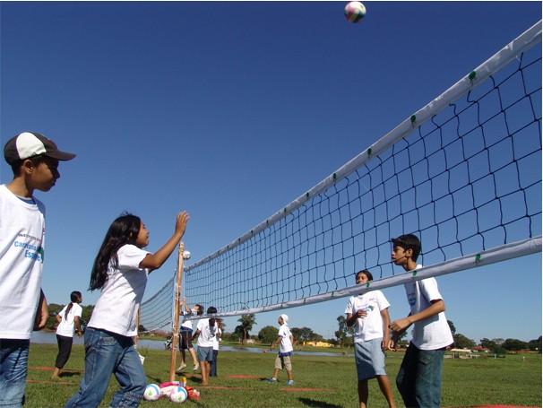 Crianças participantes do projeto Caravana do Esporte, Dourados-MS (Foto: Divulgação/ IEE)